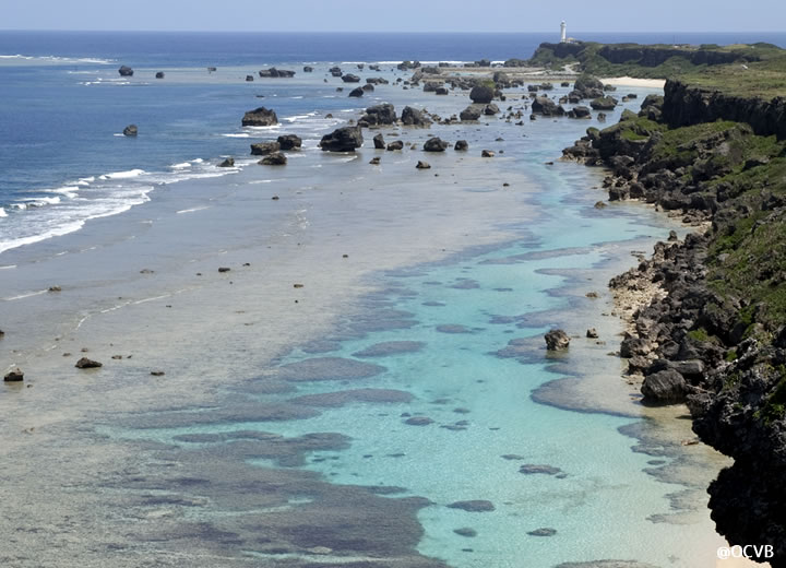 海の上2キロ続く東平安名崎