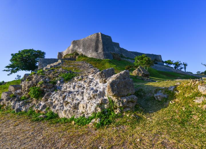 歴史に胸が熱くなる城(ぐすく)跡