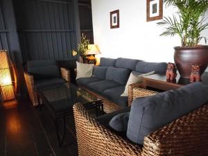 チャハヤブランのソファ席
