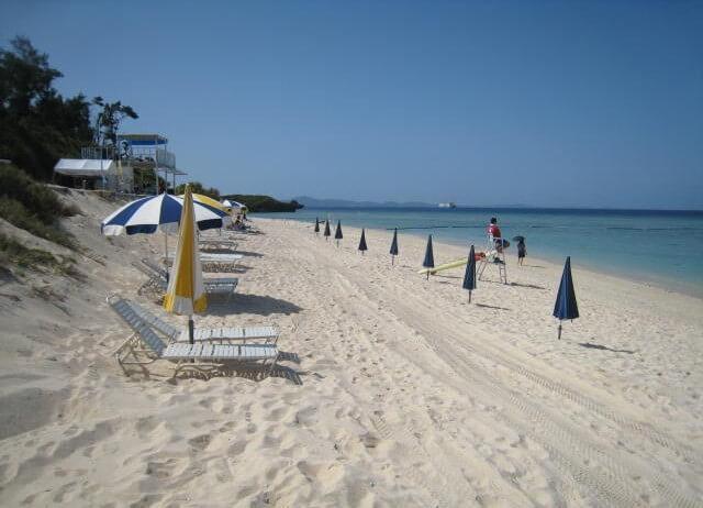 沖縄のマジで綺麗な瀬底島の瀬底ビーチの雰囲気