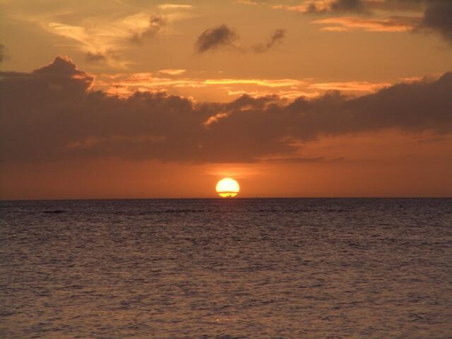 瀬底島の夕日