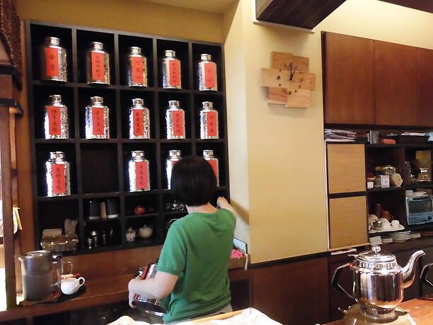 流求茶館のカウンター