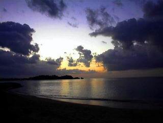 へんとなビーチ