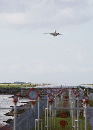 Naha airportと飛行機