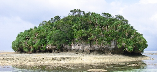 uninhabited islands in Kabira bay