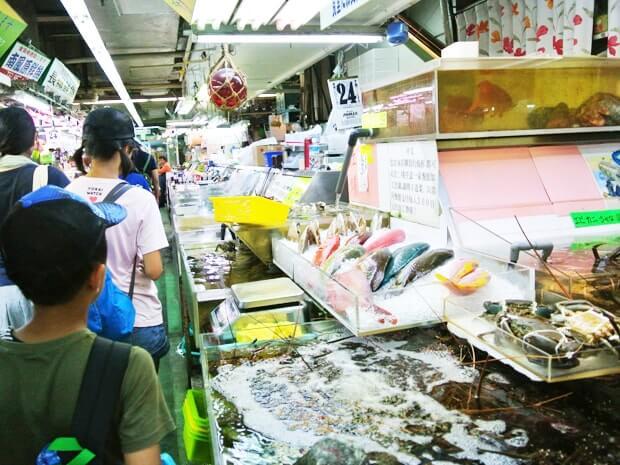 牧志第一公設市場の鮮魚コーナー