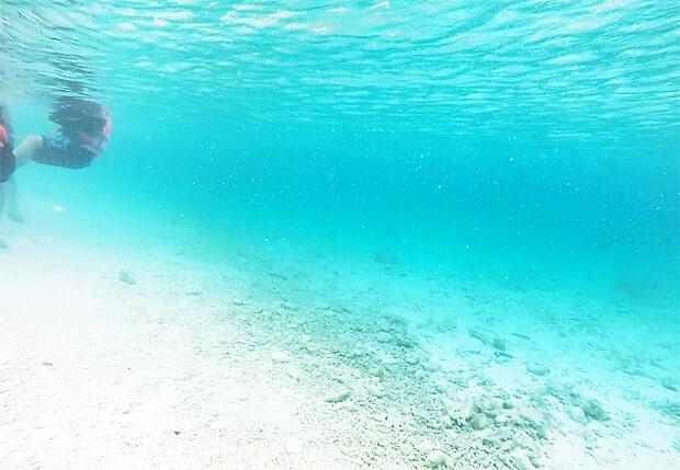 ナガンヌ島のビーチはけっこう深い