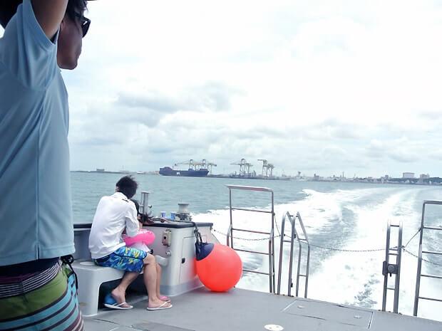 ナガンヌ島へ出港