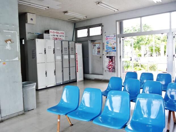 泊港の待合室