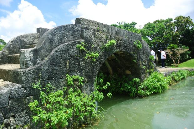 心字池の石橋