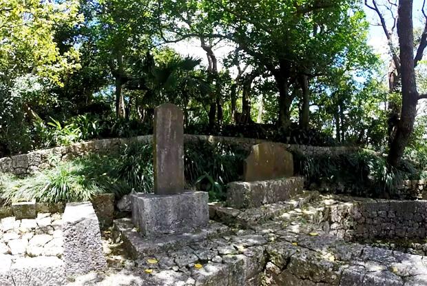 識名園・育徳泉の石碑