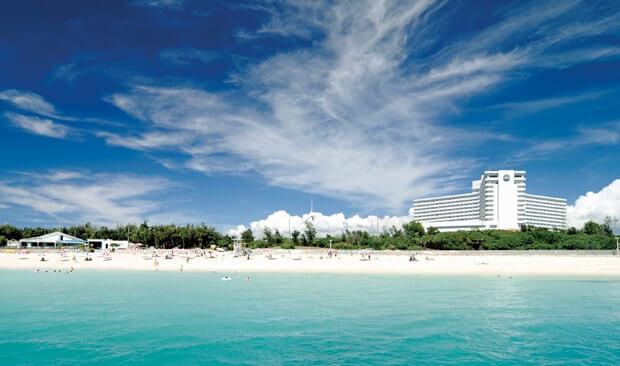海から見た沖縄残波岬ロイヤルホテル