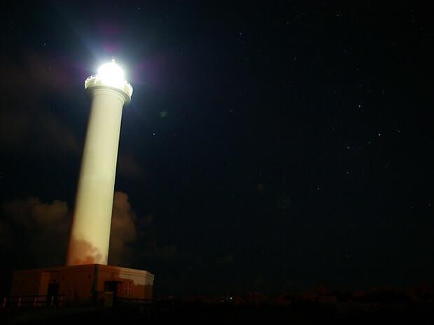 残波岬灯台の夜