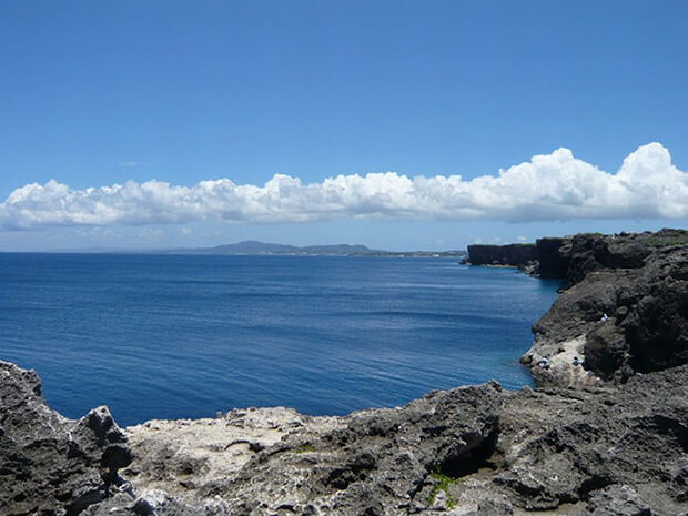 残波岬の断崖絶壁