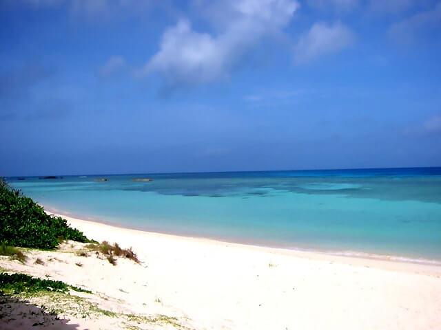 波照間島の白い砂浜