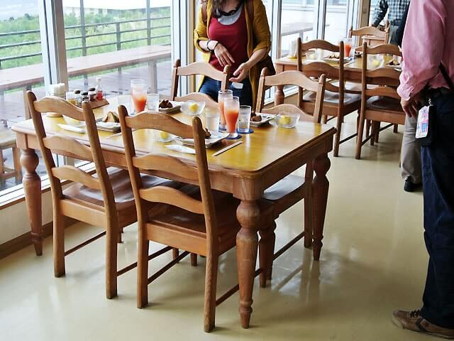 ポーザーおばさんの食卓・店内