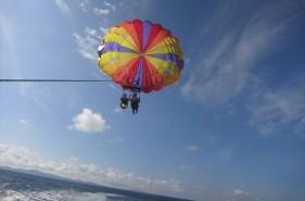 空の上から眺める沖縄の海は最高!沖縄でパラセーリングのススメ♪