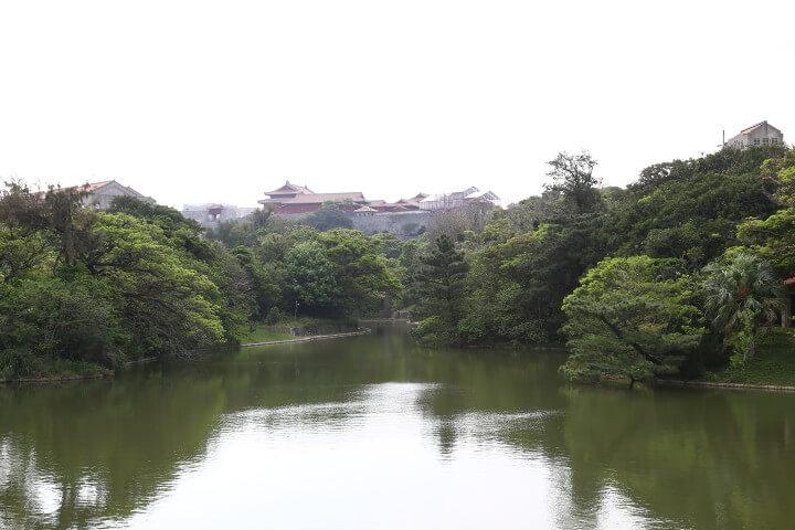 龍潭池と首里城