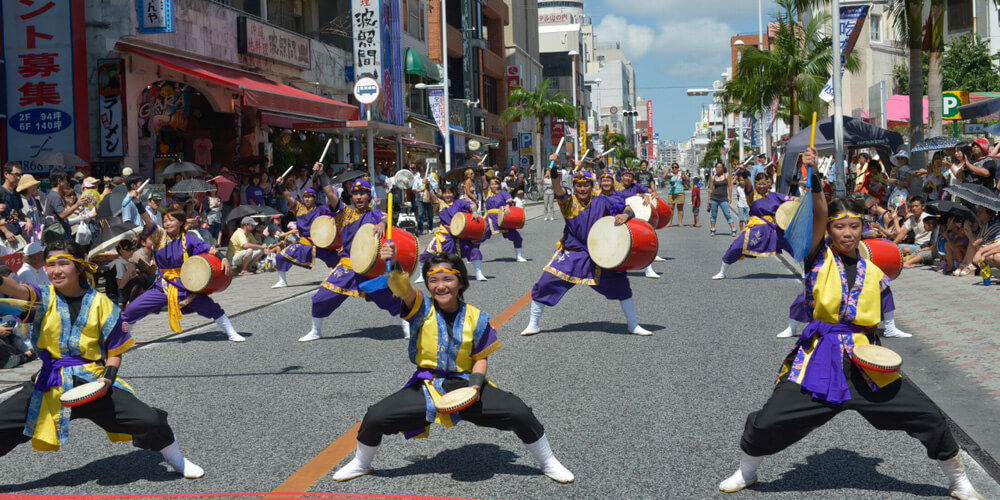 1万人のエイサー踊り隊