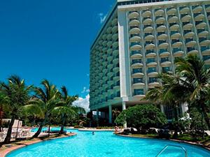 沖縄 ホテル プール