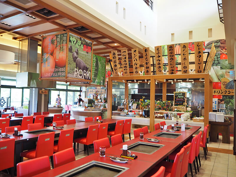 琉球ビュッフェ キッチンやんばる 内装