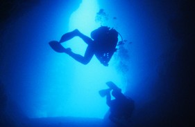 沖縄・青の洞窟でダイビング!【体験ダイビング&ファンダイビング】