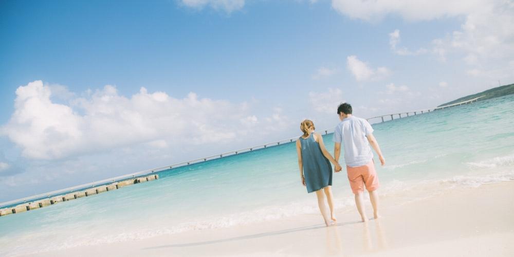 沖縄旅行カップルイメージ