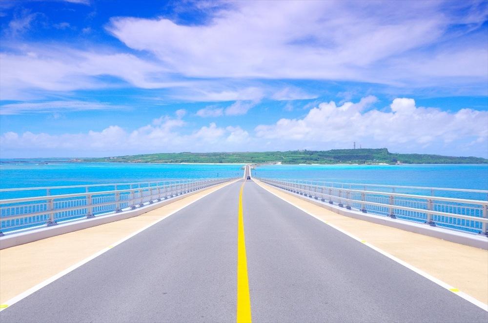 沖縄旅行 カップル イメージ