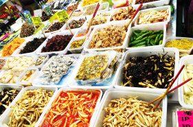 沖縄の食文化が一堂に集結!牧志公設市場レポート