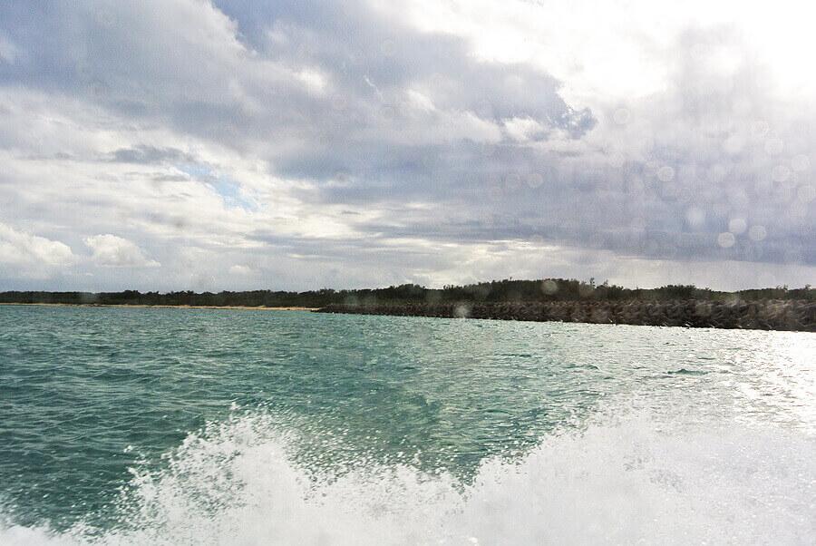 竹富島観光 帰りのフェリーからの海