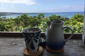 カフェ土花土花 | 開放感抜群のテラス席で海を眺めながらランチを