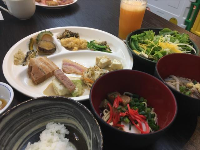 那覇で朝食