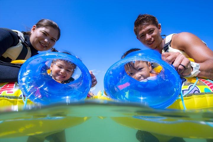 2歳から参加できるマリンスポーツ 沖縄 箱めがね 浮き輪