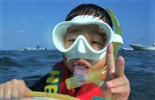 沖縄 青の洞窟 ボートで1グループ完全貸切キッズシュノーケリング