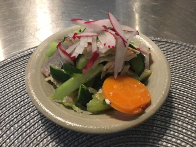 沖縄で料理教室・沖縄県産若鶏ときゅうり、セロリの香サラダ