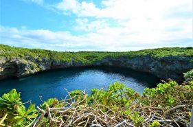 """宮古島から陸路で下地島へ~神秘の青に出会える""""通り池""""の魅力"""