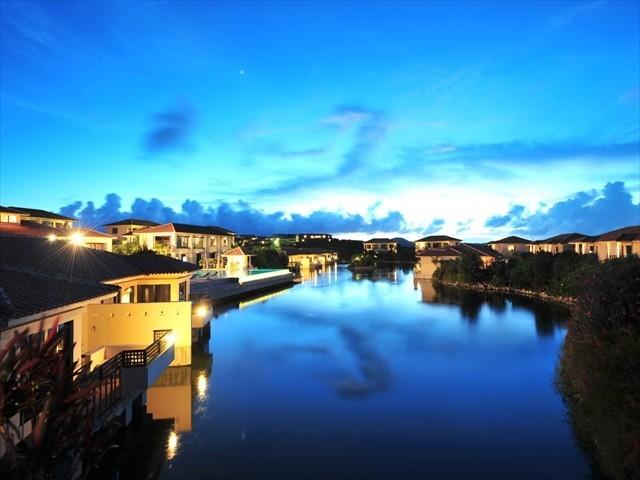 小浜島ホテル ホテルニラカナイ小浜島 ライトアップされたラグーン