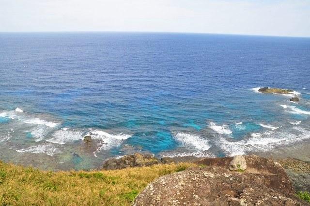 黒石の森 青い海