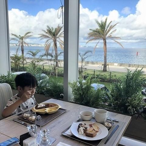 ダブルツリーbyヒルトン沖縄北谷リゾート マティーニにて朝食