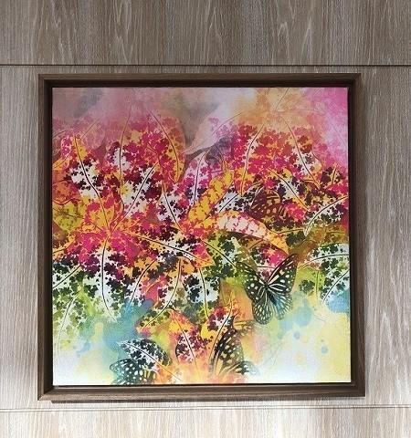 ダブルツリーbyヒルトン沖縄北谷リゾート 廊下にある色鮮やかな絵画