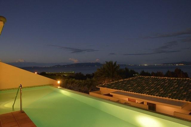 オリエンタルヒルズ沖縄 夜のプライベートプール