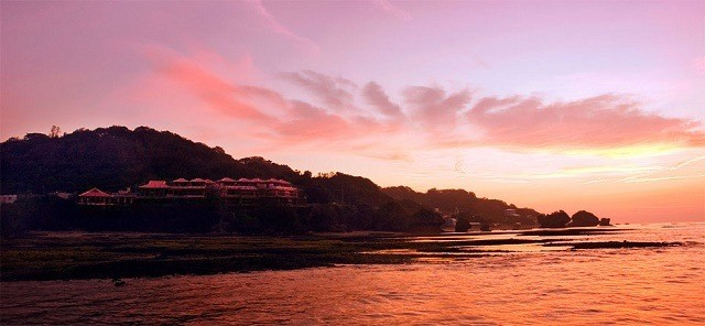 百名伽藍 一面夕日に染まった景色
