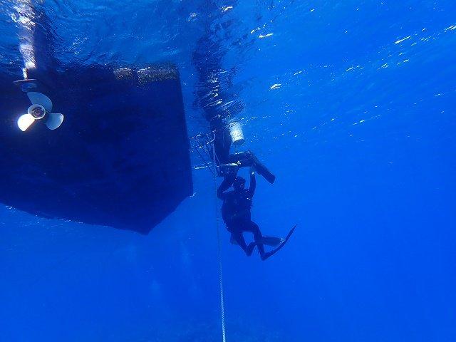 久米島 ダイビング アンカリングしたボートダイビング