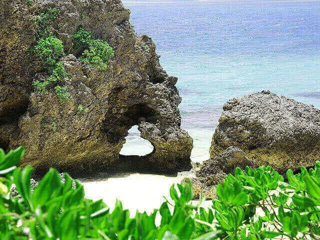 イキヅービーチ・ハート岩