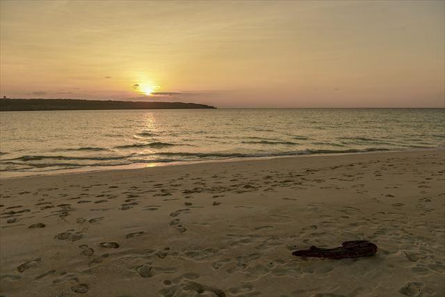 来間島におちる夕陽 与那覇前浜ビーチ
