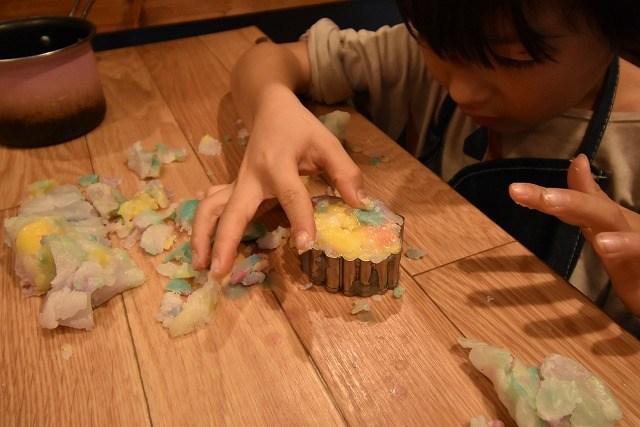琉球ログア 貝の型でロウを固める