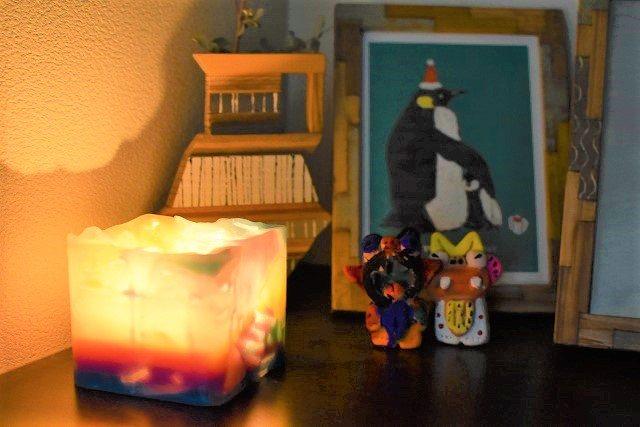 琉球ログア 完成したキャンドルに火を灯す