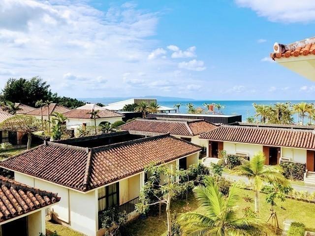 フサキリゾート 客室バルコニーからガーデンヴィラズを望む