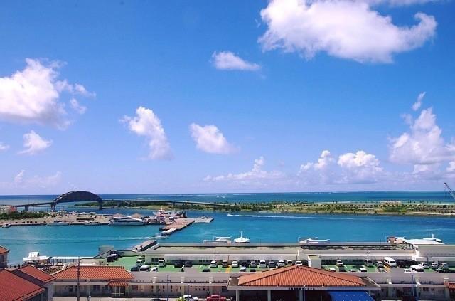 ホテルミヤヒラ 客室から石垣港を臨む