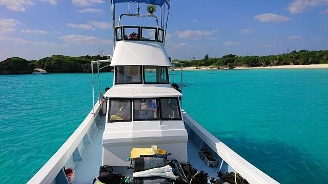 宮古島 ダイビング用の小さな船